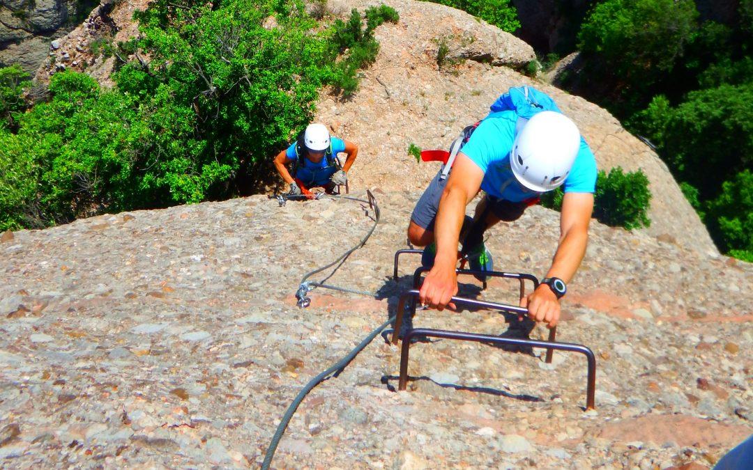 ¿Qué es una vía de escalada, una vía ferrata o un barranco instalado?